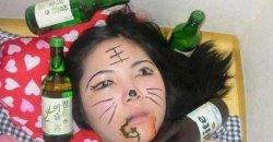 20 ภาพสาว ๆ เวลาเมา ที่ดื่มหนักจนสติหลุด เมาปลิ้น! งานนี้บอกเลยว่าพัง!