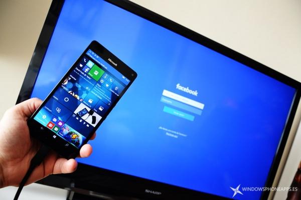 Facebook สำหรับ Windows 10 Mobile ออกแบบใหม่ และรองรับการใช้งาน Continuum แล้ว
