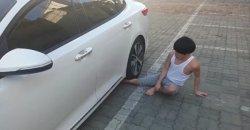 หนุ่มเกาหลีสุดพิเรนทร์ ทดลองนอนให้รถวิ่งทับขา งานนี้เจ็บขั้นสาหัส!! (มีคลิป)