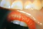 หนุ่มติดกล้องในปาก ก่อนดูดปากสาวโชว์ อย่างดูดดื่ม เผยภาพภายในปาก ที่เห็นแล้วชวนสยองมากกว่าสยิว!