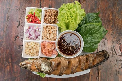 สวนไอริน ร้านอาหารไทยบรรยากาศร่มรื่น พร้อมลิ้มรสเมี่ยงปลาช่อนอร่อย ๆ