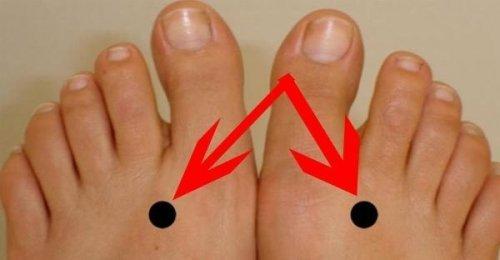 ถ้าคุณกดตรงจุดนี้บนเท้าของคุณทิ้งไว้ 2 นาทีทุกวัน นี้คือสิ่งที่จะเกิดขึ้นกับร่างกายของคุณ