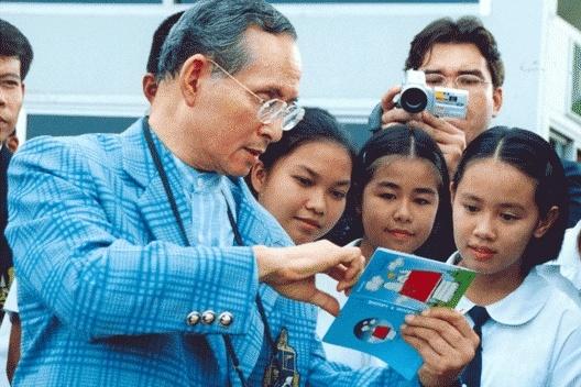 เด็กนักเรียนในภาพ เจอตัวแล้ว! ไม่น่าเชื่อว่าตอนนี้ทำอาชีพนี้ และยังคงอาศัยอยู่ในที่ของพ่อ