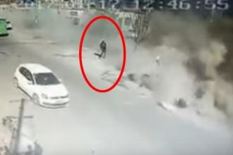 อุบัติเหตุสยอง คลิปรถบรรทุกพุ่งเข้าบ้าน หายเรียบทั้งหลัง ดับ 5 คาที่!!