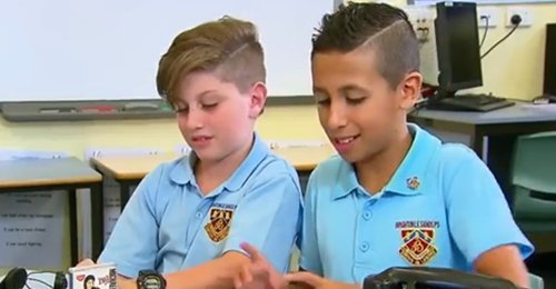 เด็กนักเรียนในซิดนีย์ กับอุปกรณ์สุดล้ำสมัยในอดีต เล่นเอาเด็กยุคสมัยใหม่ถึงกับเหวอ