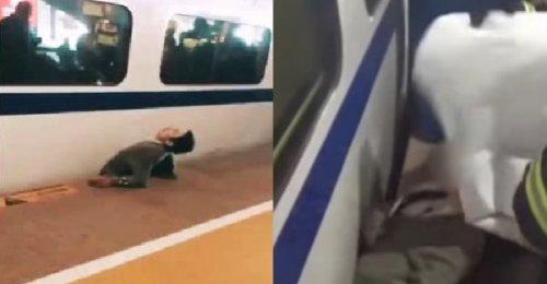 หนุ่มตัดหน้ารถไฟ ไม่พ้นโดนรถไฟเบียดตัวแบนติดกับชานชาลาสภาพสยดสยอง (ชมคลิป)