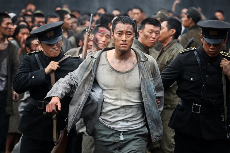 """""""โซ จีซบ"""" จับมือ """"ลี จองฮยอน"""" ฝืนชะตาฝ่าเกาะนรก ใน เดอะ แบทเทิลชิป ไอส์แลนด์"""