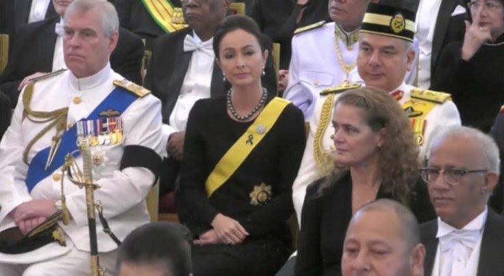 เปิดตัวตน สตรีผู้มีสิริโฉมงดงาม ที่ทรงกลัดริบบิ้นสีดำบนเครื่องราชย์ ถวายความอาลัยตลอดพระราชพิธีฯ