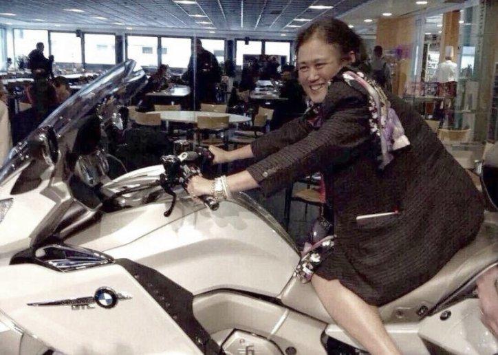 ทูลกระหม่อมแม่ไม่ให้ขับจักรยานยนต์มาตั้งแต่ 40 ปีที่แล้ว วันนี้จึงได้แล้ว พระเทพฯ ทรงประทับบิ๊กไบค์