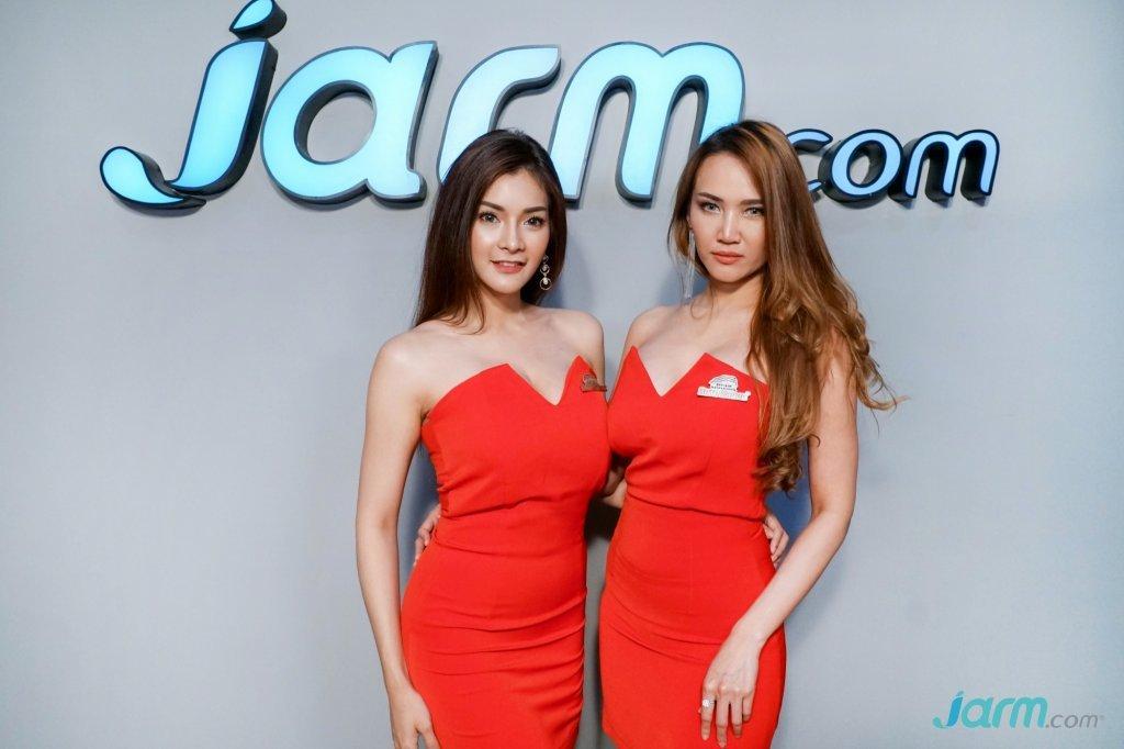 2 สาว ตัวแทน FHM GND เชิญชวนเข้าชมงาน Bangkok International Auto Salon 2018